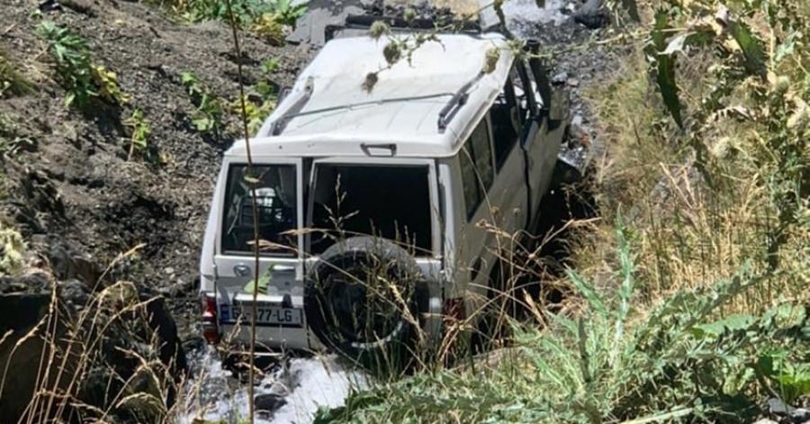 თუშეთის გზაზე მანქანა ხევში გადავარდა, მძღოლი დაიღუპა